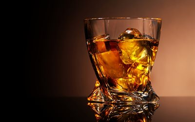 whisky i ett glasglas, diverse drinkar, whiskey, whiskyglas, isbitar, whisky med is