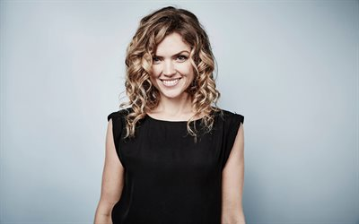 Erin Richards, attrice Gallese, portrait, sorriso, photoshoot, vestito nero, attrici famose