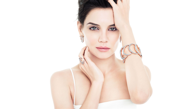 Katie Holmes, l'actrice Américaine, photographie, robe blanche, brune, maquillage, belle femme