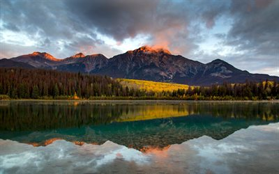 Patricia Lake, mountain lake, mountain landscape, glacial lake, forest, Pyramid Mountain, Jasper National Park, Alberta, Canada