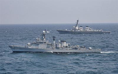 ROKS Seoul, FF-952, guided missile frigate, South Korean Navy, Ulsan-class frigate, warships, USS McCampbell, DDG-85, US Navy
