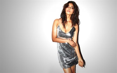 Malavika Mohanan, l'actrice indienne, portrait, robe gris, photoshoot, belle femme, indienne actrice populaire