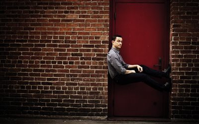 Joseph Gordon-Levitt, American actor, portrait, red door, Brick wall