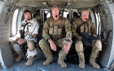 El Grand Tour, Jeremy Clarkson, Richard Hammond, James Daniel Mayo, Soldados, vestidos con uniforme militar