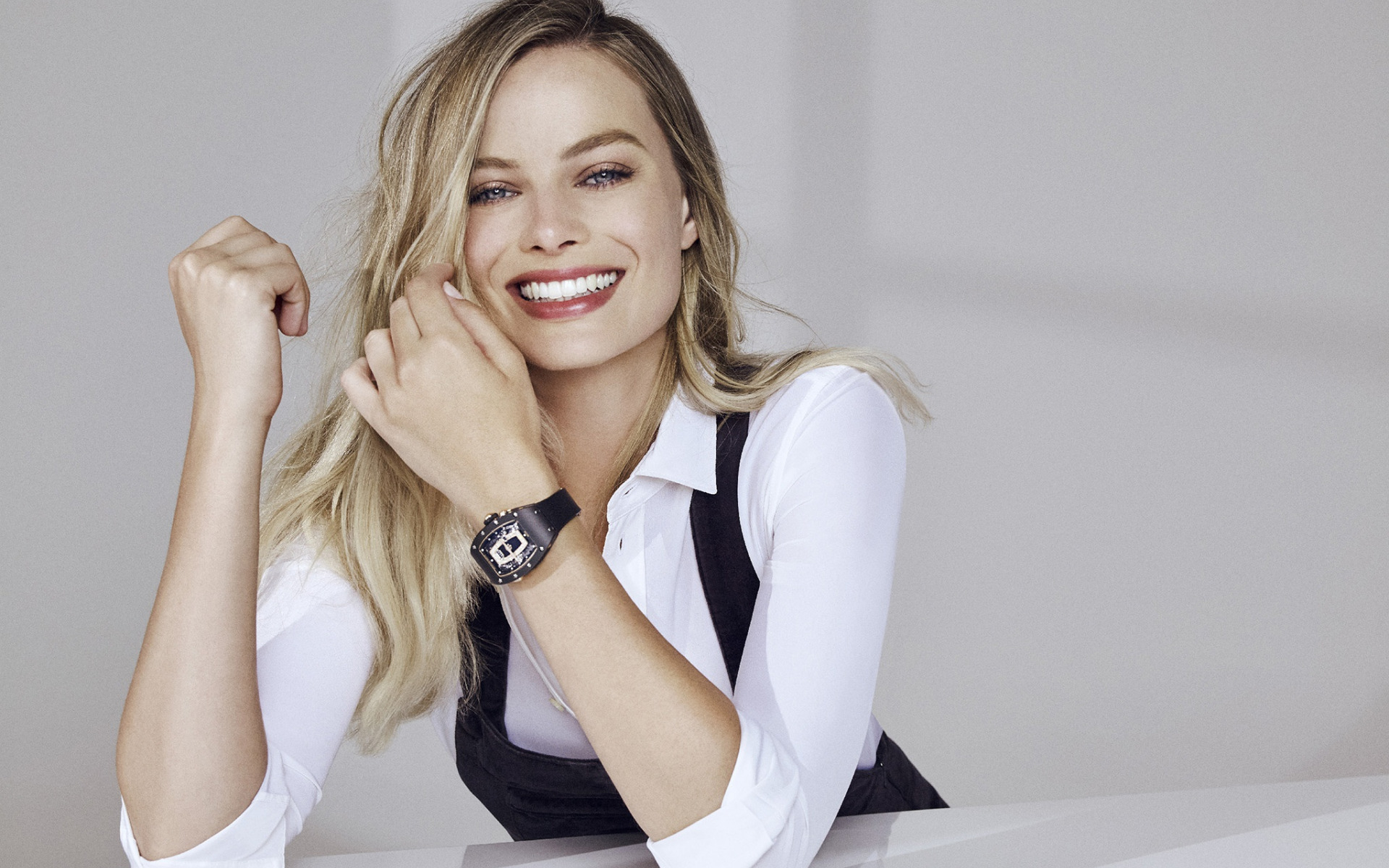 Margot Robbie, l'actrice australienne, portrait, sourire, séance de photos, la star hollywoodienne