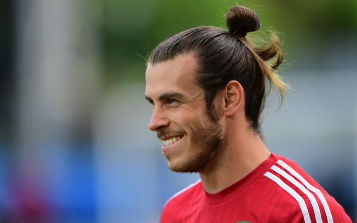 Download wallpapers gareth bale real madrid smile portrait welsh gareth bale real madrid smile portrait welsh football player spain voltagebd Images
