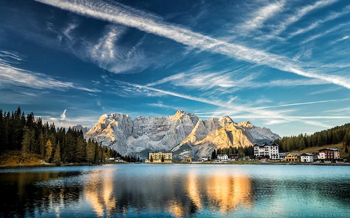 Scarica Sfondi Il Lago Di Misurina Mattina Dolomiti Italia