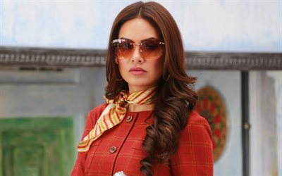 Esha Gupta, 4K, Indian actress, portrait, woman with glasses, Bollywood, Indian women