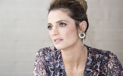 Stana Katic, actrice canadienne, portrait, séance photo, robe violette, actrices populaires