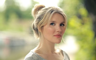 Emerald Fennell, English actress, portrait, photoshoot, gray dress, English celebrities