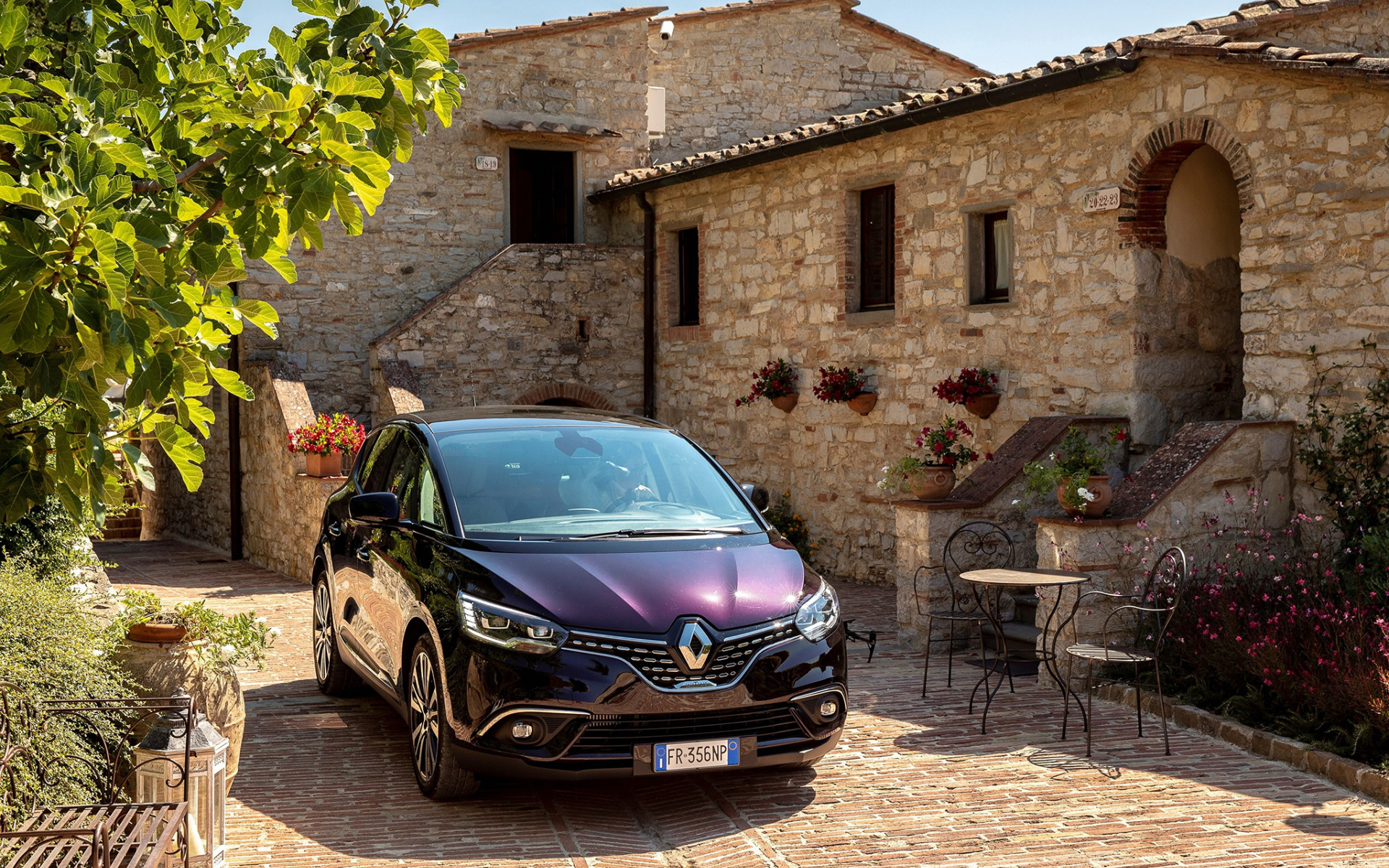 Renault Scenic, Initiale, 2018, purple minivan, new purple Scenic, French cars, Renault