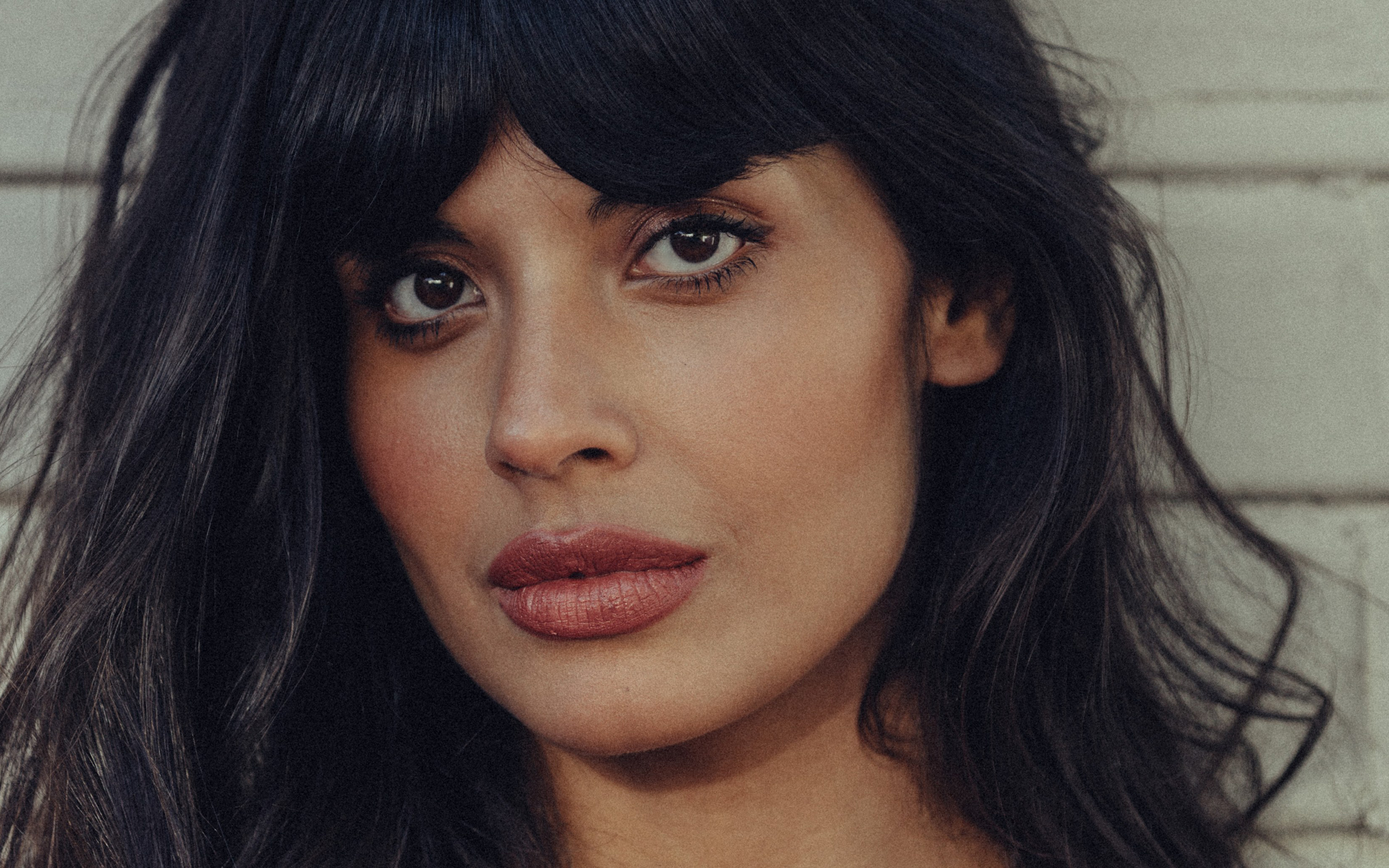 Jameela Jamil has a hot body Check out all her y measurements including bra size weight height and cup size